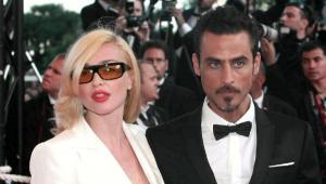 La foto di Raz Degan e Paola Barale incastra il gossip? Notizie del giorno
