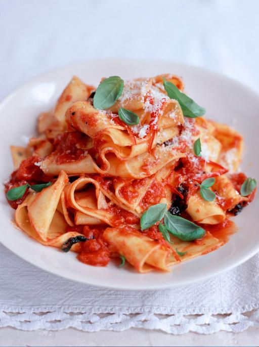 pappardelle with tomato sauce