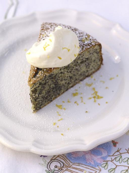 almond cake with lemon and poppy seeds