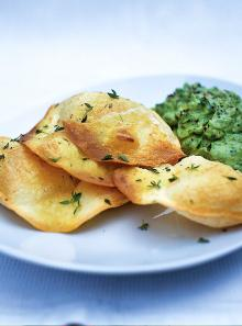 Crispy tortillas with guacamole