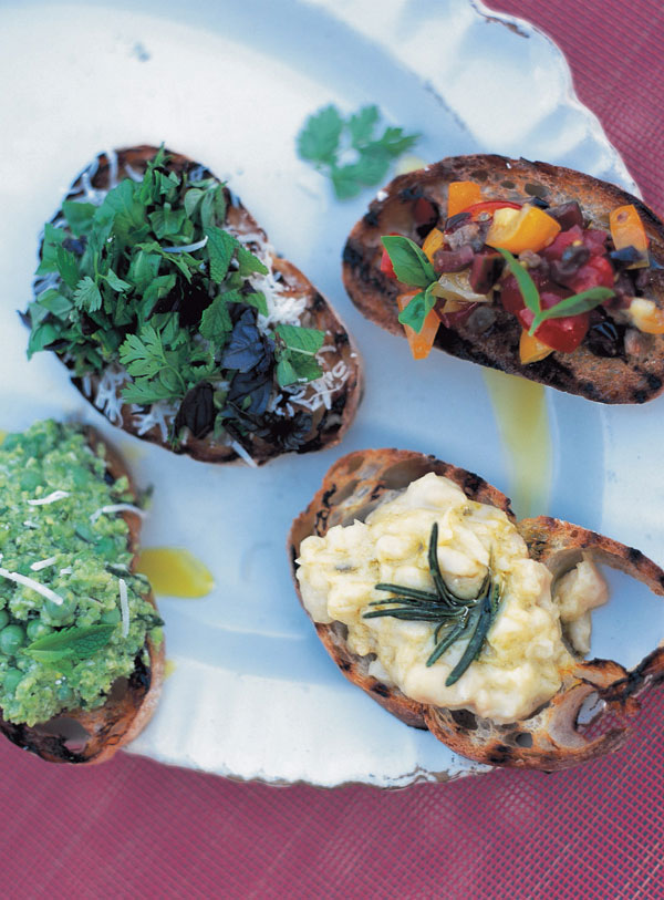 Crostini with mixed herbs