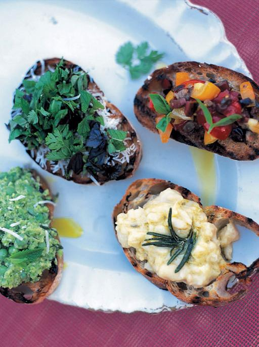 Crostini with pea and bean puree