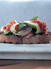 Crostini - prosciutto, figs and mint