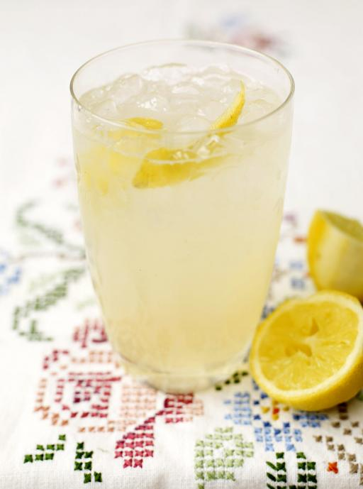 gin and elderflower cocktail
