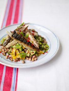 Griddled mackerel with a courgette and bean salad