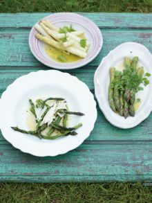 Grilled asparagus with olive oil, lemon and parmesan