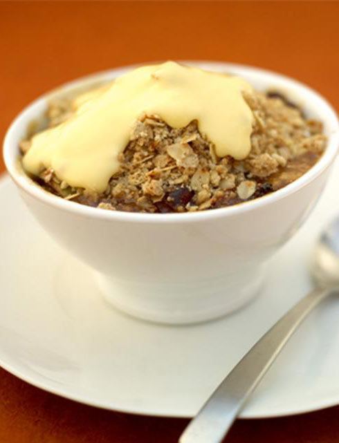 apple crumble with custard