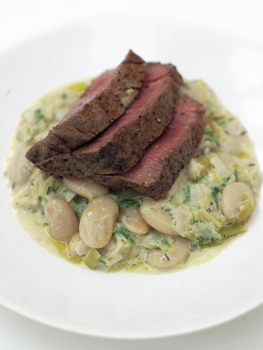 fillet steak with white beans and leeks