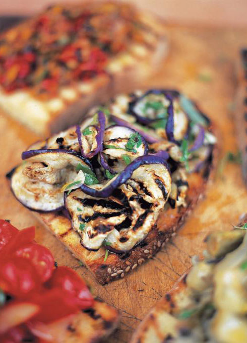 Bruschetta with aubergine and mint