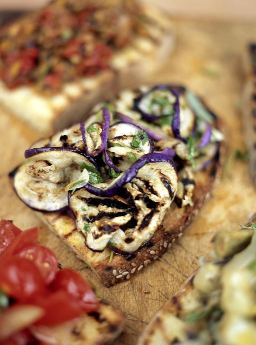 Bruschetta with aubergine and mint