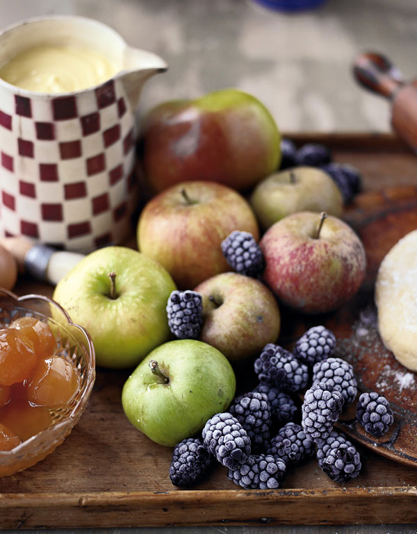 Apples, blackberries and apricots alongside sweetcrust pastry