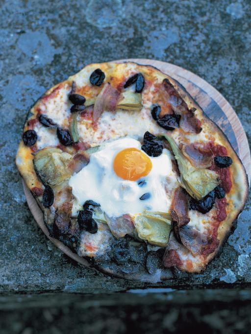 Egg, prosciutto, artichokes, olives, mozzarella, tomato sauce & basil pizza topping