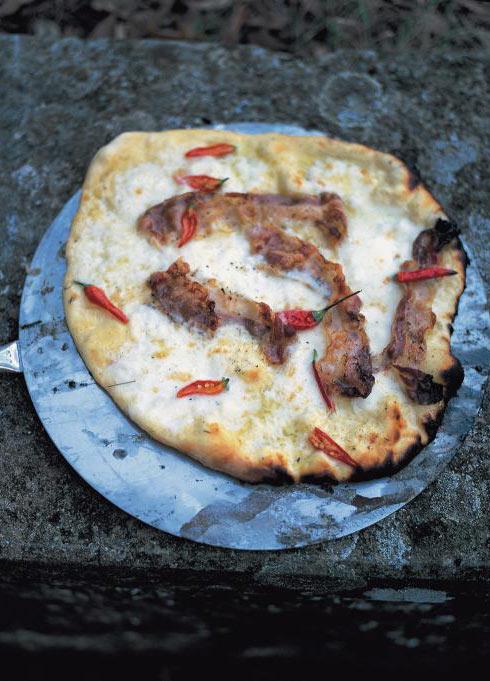pancetta pizza with mozzarella, tomatoes and chilli