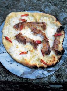 Smoked pancetta, mozzarella, fresh chilli and tomatoes pizza topping
