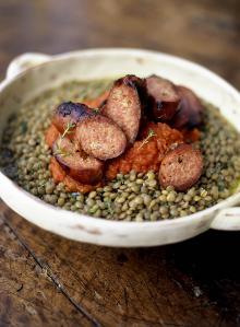 Sausages and green lentils with tomato salsa (Salsicce con lenticchie verdi e salsa di pomodoro)