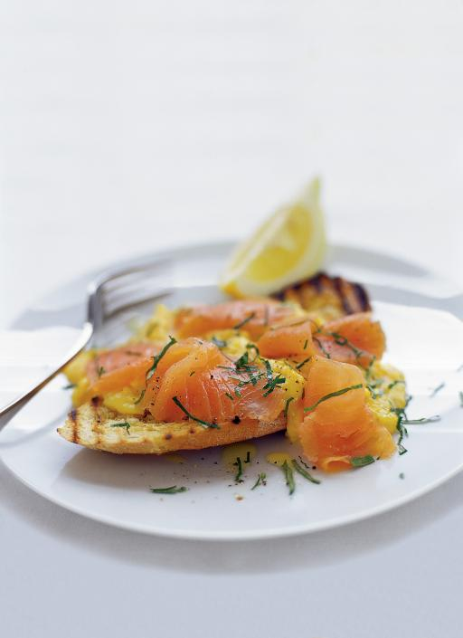 Scrambled egg topped with smoked salmon