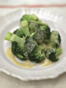 Steamed broccoli with beurre blanc