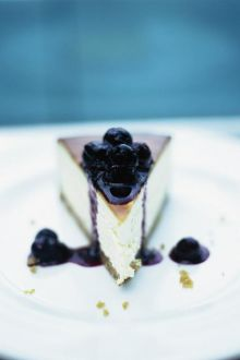 New York vanilla cheesecake with blueberries