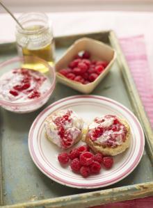 Homemade cinnamon and lemon crumpets with raspberries and honey