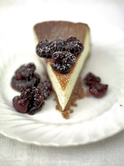 vanilla cheesecake with cherry