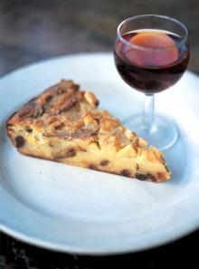 Bolognese polenta and apple cake (Bustrengo)