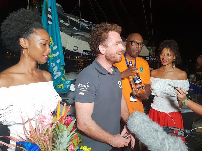 Arrivée de nuit Jonas Gerckens Volvo104 -Accueil avec un TPunch  les fans et la presse