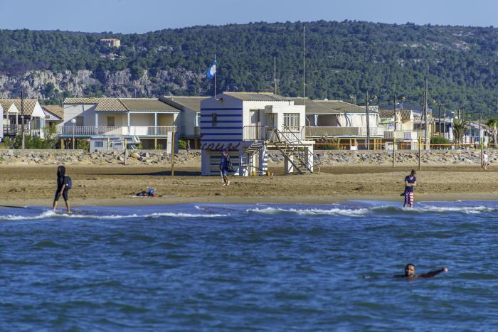 Gruissan-plage-chalets-pilotis
