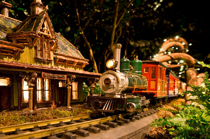 new york holidays train show