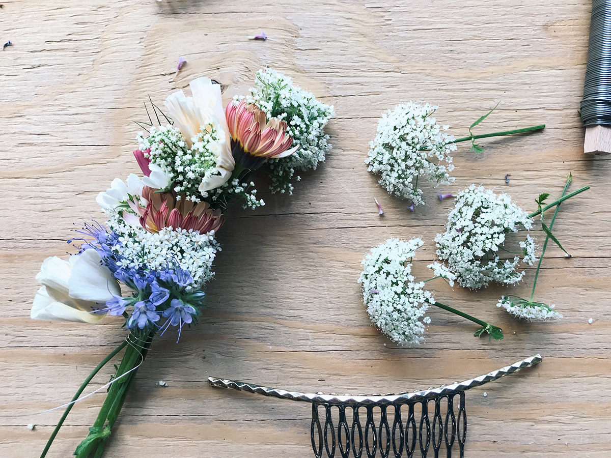Blommor i håret till Midsommar av Paulina Velobloom