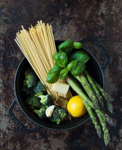 Recept: Vegetarisk one-pot-pasta med broccoli och sparris | Frk. Kräsen