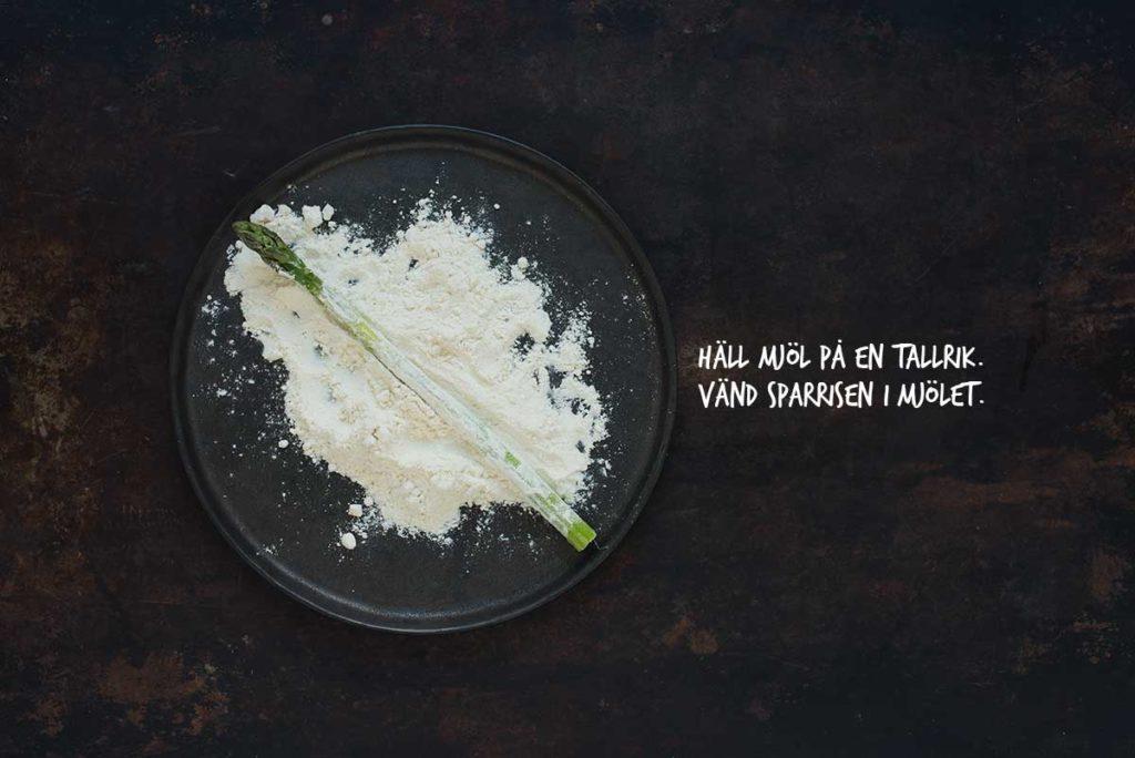 Recept: Panerad sparris med pocherat ägg och ärtor | Frk. Kräsen