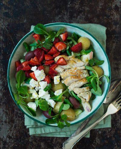 Recept: Kycklingsallad med potatis och jordgubbar   Frk. Kräsen