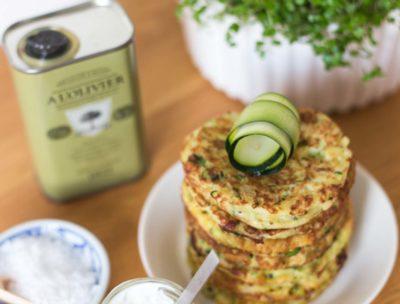 Zucchinibiffar med tzatziki