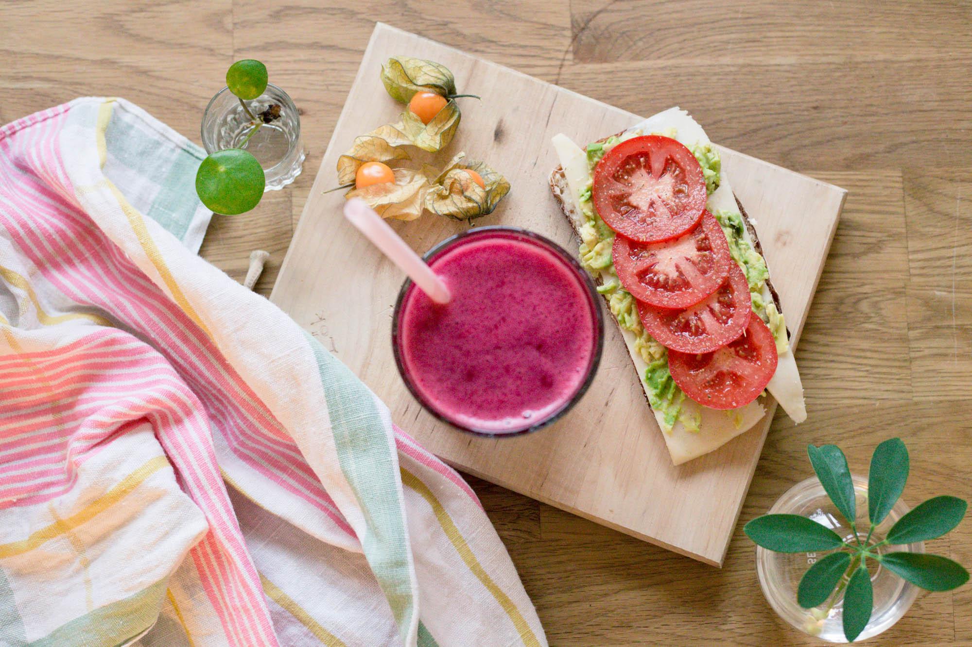 Rosa smoothie med rödbeta och lingon