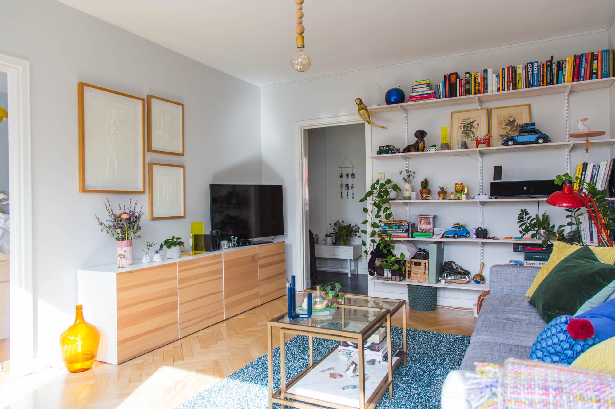 FÖRE: Rensa hemma - Bokhyllor och skåp