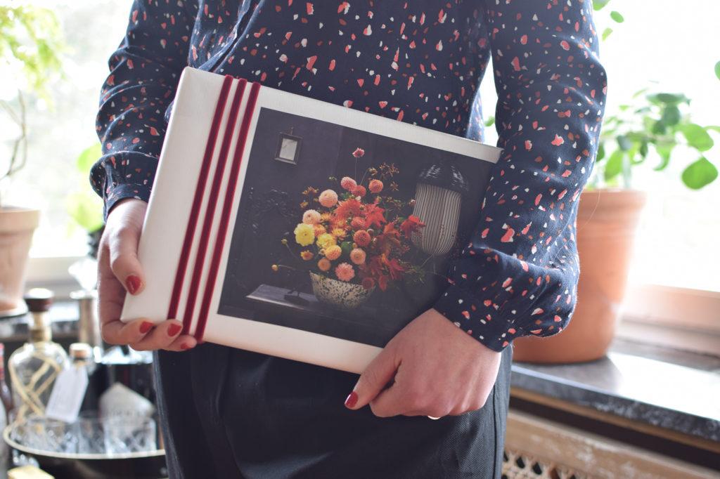 Slå in paket med bilder från magasin