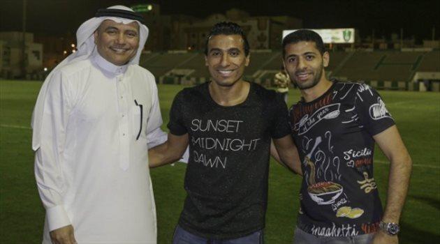 عبد الشافي يقيم مأدبة عشاء للاعبي الأهلي احتفالا بمولودته