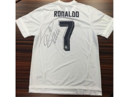 Real Madrid T-shirt signed by Ronaldo