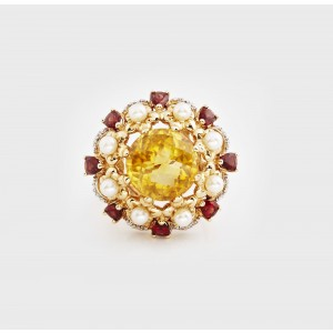 Exceptional Gold Ring decorated with Diamonds, Pearls, Garnets and Citrine