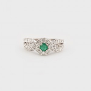 White Gold Ring decorated with Diamonds and Emerald