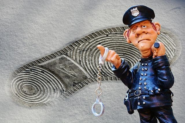 Penas en el delito de descubrimiento y revelación de secretos. El Código Penal establece las siguien