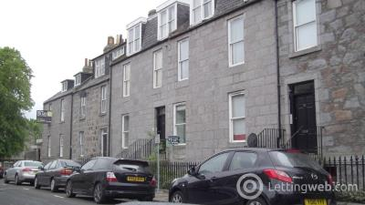Property to rent in Dee Street