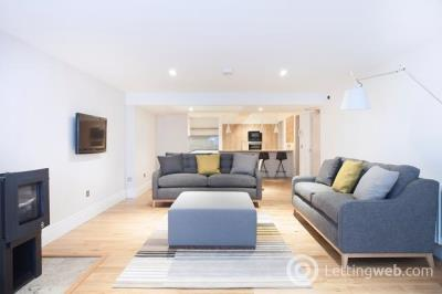 Property to rent in Hamilton Place
