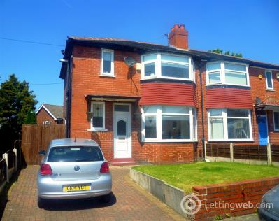 Property to rent in Woodford Avenue, Eccles, Manchester