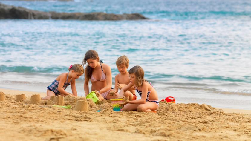 Kids & family at beach-840x473opt