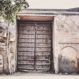 A door of shalimar gardens