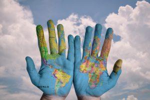 manos pintadas mundo