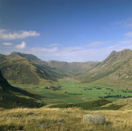 A view of Langdale Fell wwith Bow Fell rising up on the left