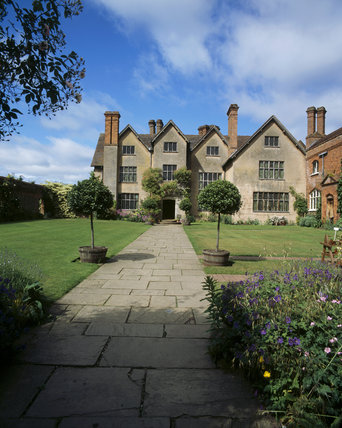 East front & East court of Packwood house