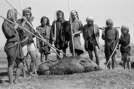 Jamamsa men with a dead wild boar